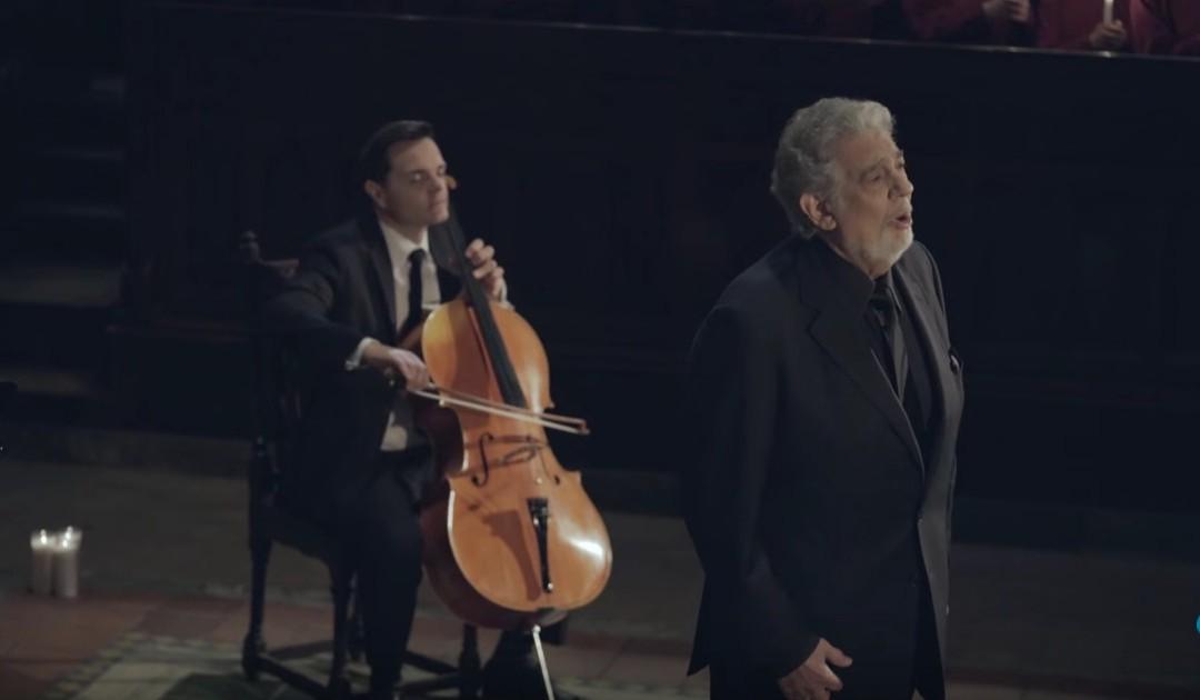 """I Piano Guys Mettono in Scena una Bellissima Interpretazione di """"Silent Night"""" Presso la Cattedrale della Città di New York"""